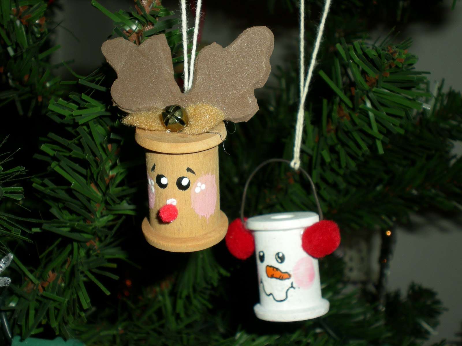 25 days of christmas crafts day 5 homemade christmas for Easy to make christmas decorations at home