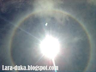 pelangi mengelilingi matahari