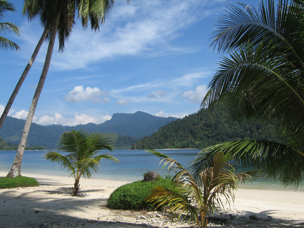Most Beautiful Islands: Indonesian Islands- Sikuai Beautiful Island Images