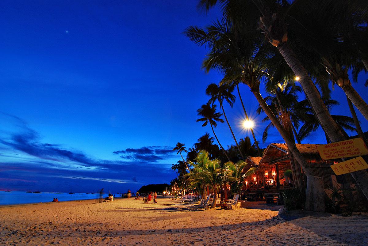 http://4.bp.blogspot.com/_hDiJBn-Br7E/TRoMHgngQZI/AAAAAAAAA14/j6GjKDvtBHg/s1600/Worlds%20beautiful%20islands_Boracay_Island.jpg