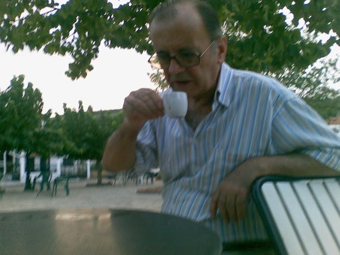 Ανθρωποι [ πινοντας τον καφε στη πλατεια ] Μαχαιρα Ακαρνανιας ]