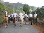 Cabalgata hacia Canaguá encabezando la caravana hacia el pueblo...desde loma pica quebrada del Rinc