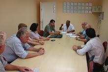 Entrega do Abaixo-Assinado (22-12-09) ao Sr. Gilberto Ferreira (assessor do Sr. Valdir Ferreira).