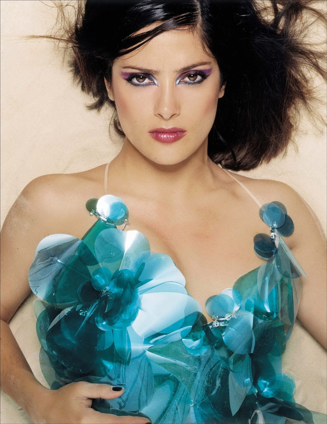 http://4.bp.blogspot.com/_hEeDlsg8wA4/TSbpw6S6gMI/AAAAAAAABiE/7A5tHEuN7v0/s1600/Salma_Hayek_-_Looks_Great_at_Flaunt_Magazine_Shoot_01.jpg