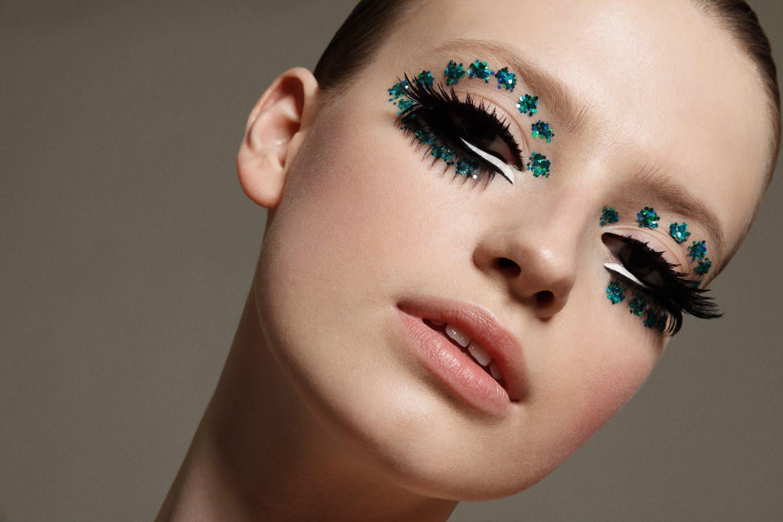 Model Anastasia Kuznetsova Sequence Makeup Glitter Eyeshadow Mod