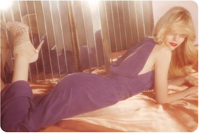 70's lounge, mirrored walls, seventies fashion shoot