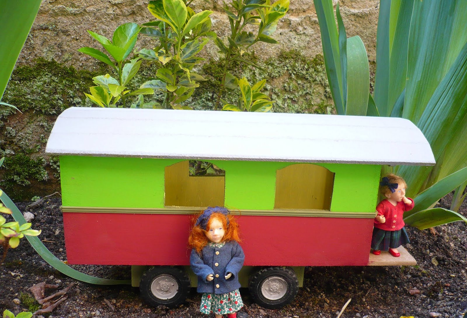 Genevieve 39 s miniacollection roulotte gypsy caravan for Roulotte decoration