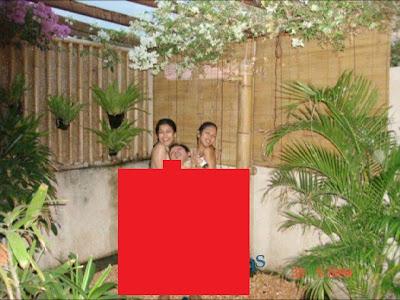 Foto Bugil Sarah Azhari & Rahma Azhari mandi di pancuran