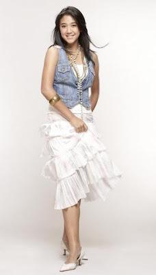 Sherina Munaf pose