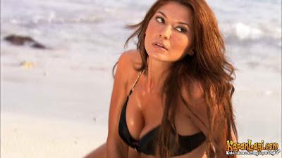 Tamara Bleszynski loves her bikini on the new movies called Air Terjun Pengantin (Bride Waterfalls).