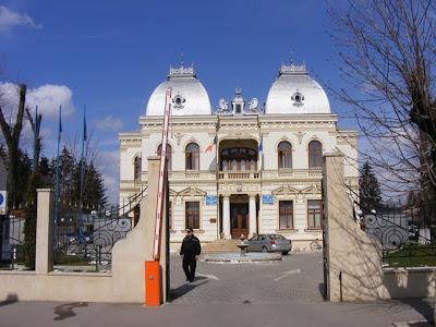Primaria+1 Angajaţii CJ Prahova, în concediu fără plată. La Câmpina nu se pune problema... deocamdată