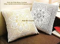Almofada Quadrada Flor em Abacaxis de Crochê