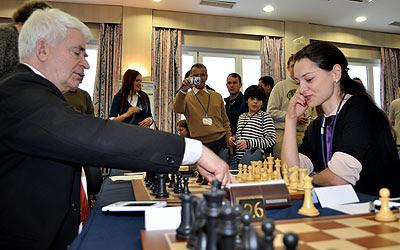 Deux champions du monde d'échecs : Boris Spassky et Alexandra Kosteniuk