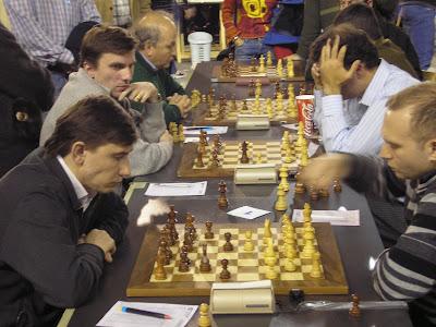 Evgeny Bareev (2647) avec les noirs face à Vadim Milov (2681)