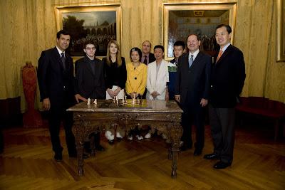 Joueurs et officiels au château de Villandry en compagnie d'Henri Carvallo à gauche © Chess & Strategy