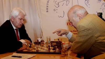 Boris Spassky (2548) face à Viktor Korchnoi (2567) © Site officiel