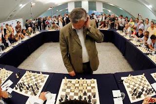Echecs à Avignon : Karpov en simultanée