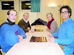Hédi Ben Brahim (à droite) et les premiers membres du club d'échecs