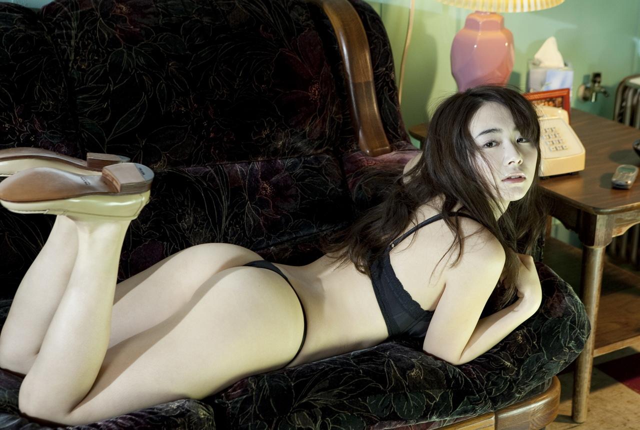 sexy hottie liliane tigergets her mouth busy sucking a hard man