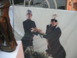 marlene mira a Warhol