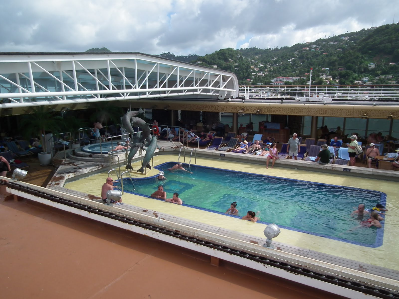 winter2011 pictures   bill gates yacht in st maarten pool on ship