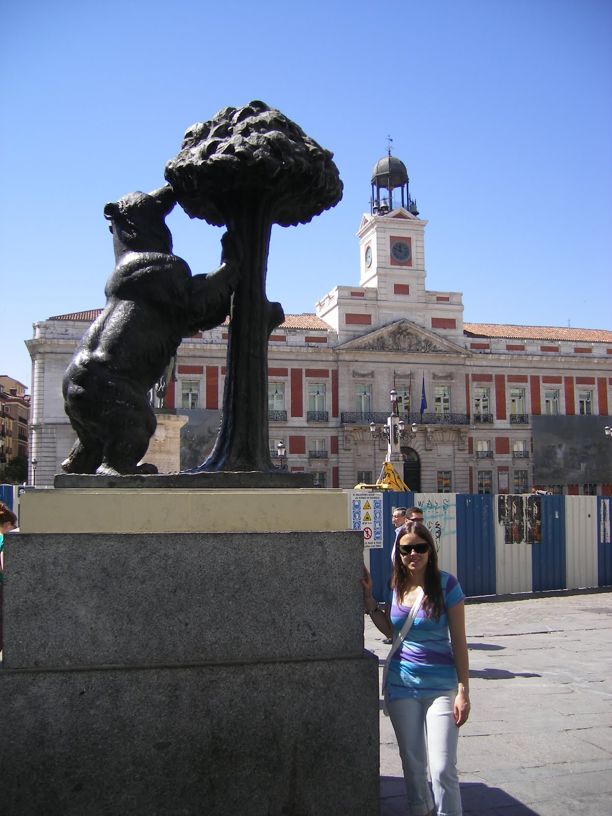 Madrid traveling and living for Gran via puerta del sol madrid