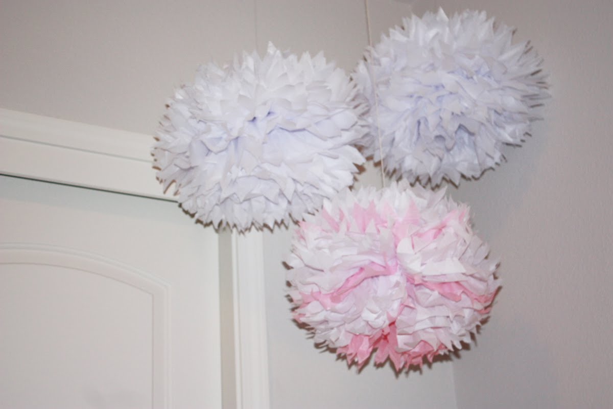 how to make paper tissue balls Use colorful paper to make beautiful shatterproof balls.