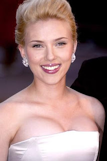 Scarlett Johansson Nude And Ryan Reynolds Are Engaged