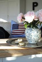 New england möter loppis och antikt i verandan.