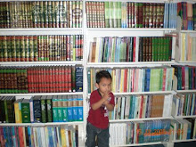 Sysssss......Baca Kitab Untuk Ilmu.