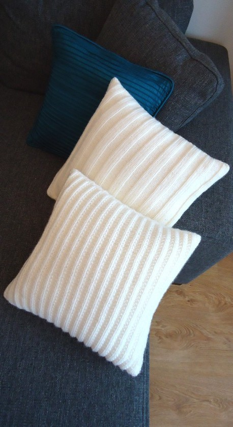 Free Cushion Cover Knitting Patterns : Knit n Pearl: Cushion covers