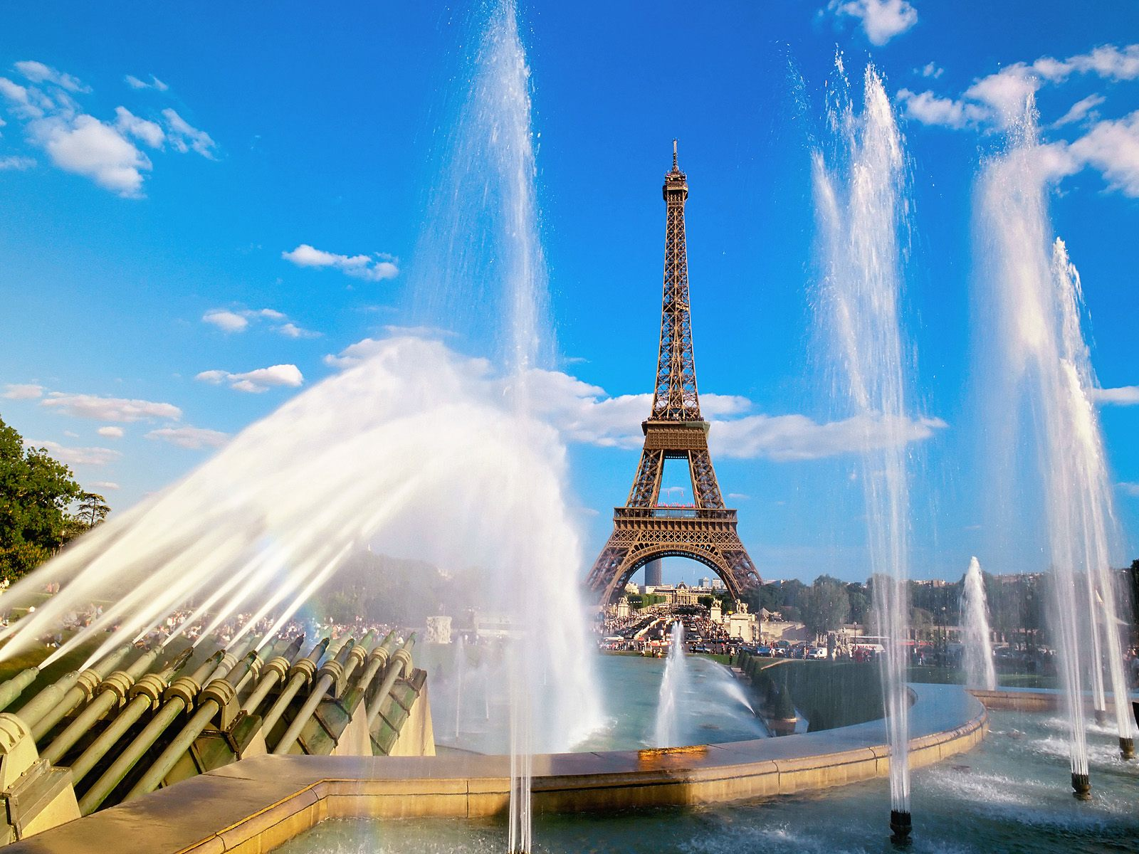 http://4.bp.blogspot.com/_hSrPob3LLog/TAMNgQmtFKI/AAAAAAAAABI/-5BQ41RqHqk/s1600/eiffel-tower-and-fountain-paris-france.jpg
