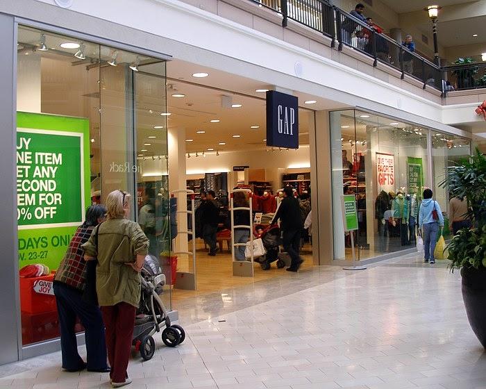 shopping retail major retailers closing