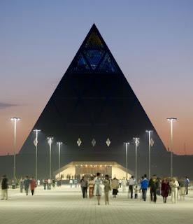 Astana Capitale des Illuminatis et occultes? 493_385+fosters+pyramid