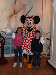 Jorge con su hermana irene y Minie