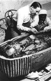 Howard Carter et le mystère du nounours-momie