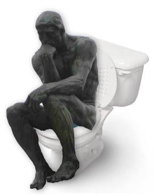 Le penseur aux toilettes