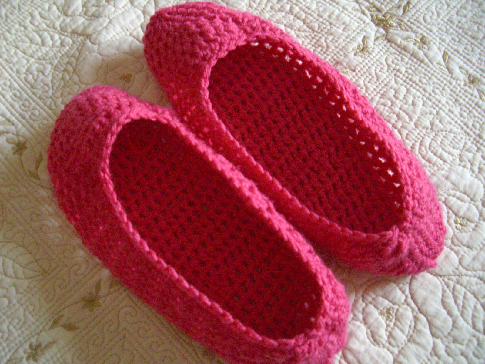 Free Crochet Patterns Bedroom Slippers : CROCHET SLIPPERS PATTERN Crochet Projects