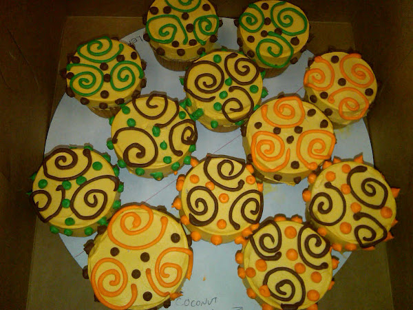 Thanksgiving-Swirlee-Dot-CupCakesA