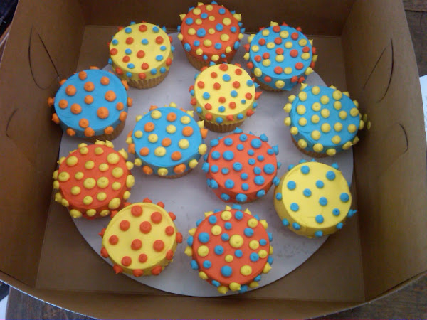 Bright-Polka-Dot-CupCakes