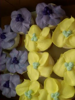 Tropical-Yellow-Lavendar-Cupcakes