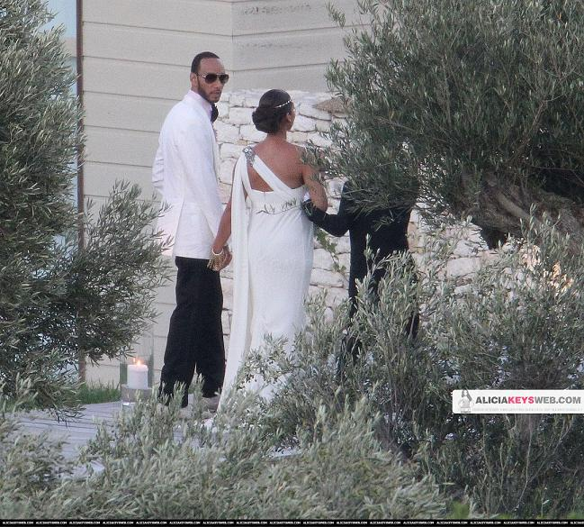 Check out these pics of Alicia Keys and Swizz Beatz at their wedding in