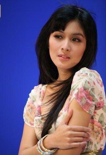 Foto Artis Sandra Dewi