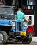Gobierno congela precios de todos los combustibles