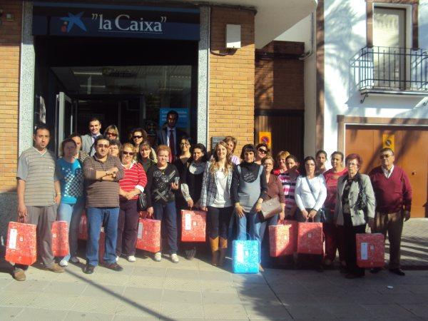 Villafranca la caixa entrega ropa de hogar a los for La caixa oficinas zaragoza