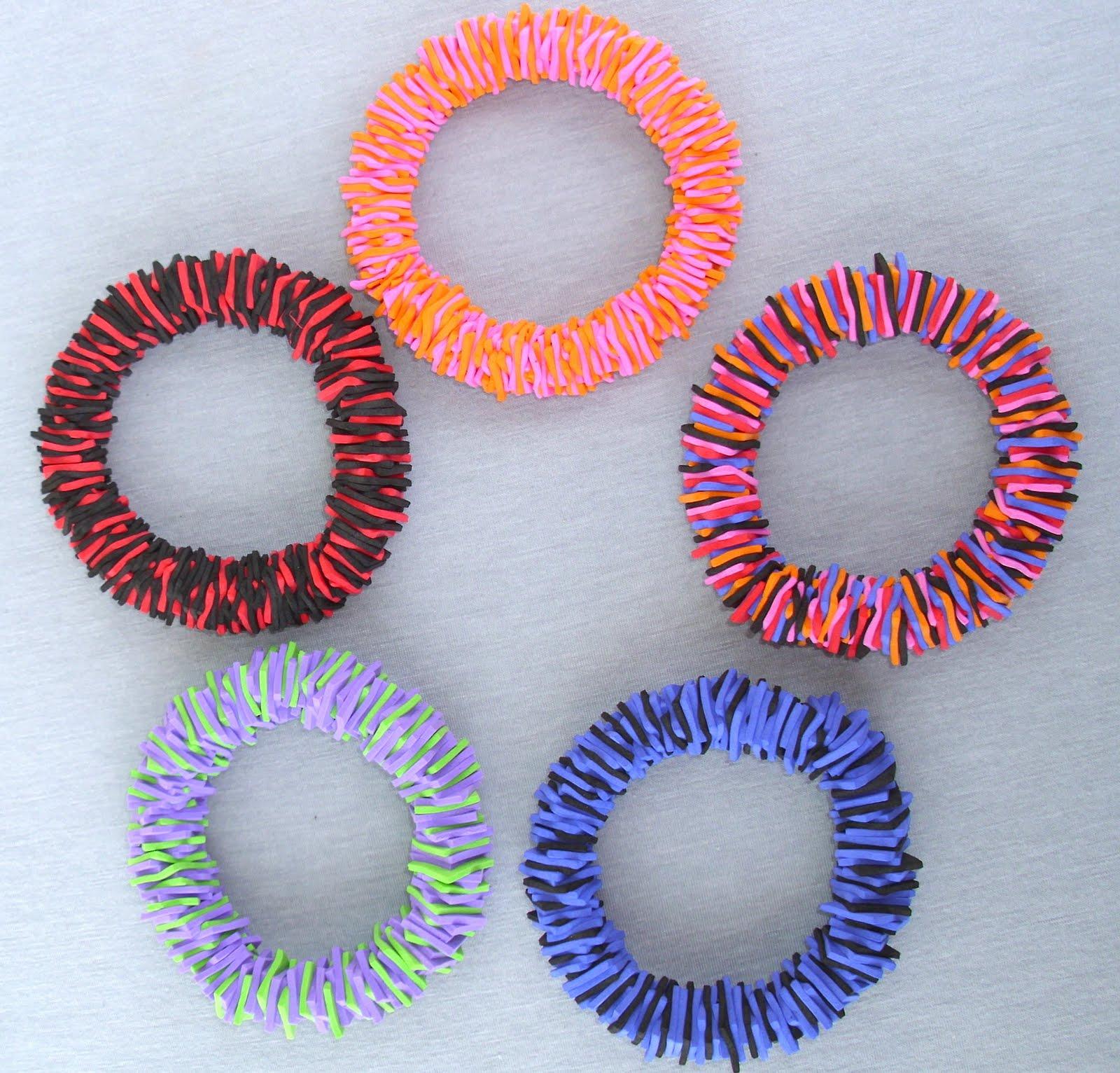 Evarista accesorios accesorios en goma eva for Como hacer pulseras de goma eva