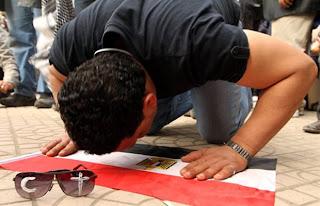 Criticas e Polêmicas: Muçulmanos e Cristãos juntos contra o Governo Egípcio.
