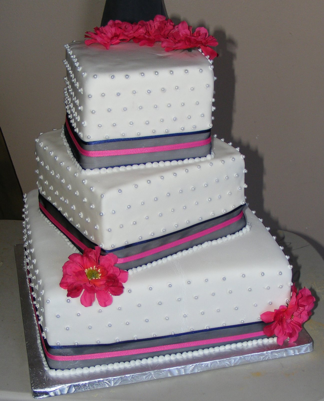 Simple Square 3 Tier Wedding Cake & Becuo