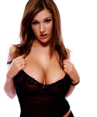 Lucy Pinder Goes Green With Sultry Pose