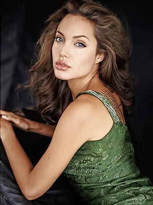 Angelina Jolie, A 
